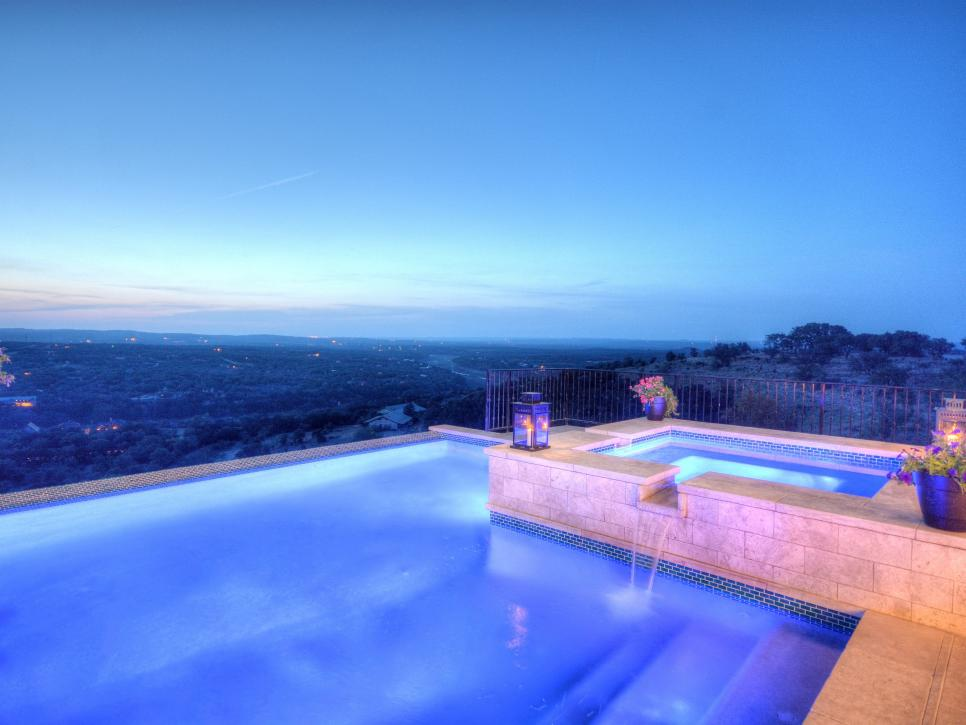 10.Infinity Pool & Spa con iluminaciones LED de Design Custom Home Concierge hill contry